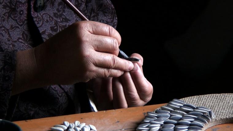 Ai-Weiwei-Sunflower-Seeds-Still-from-Tate-video-9